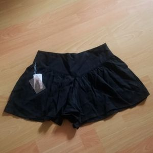 Black flowy forever 21 shorts with zipper